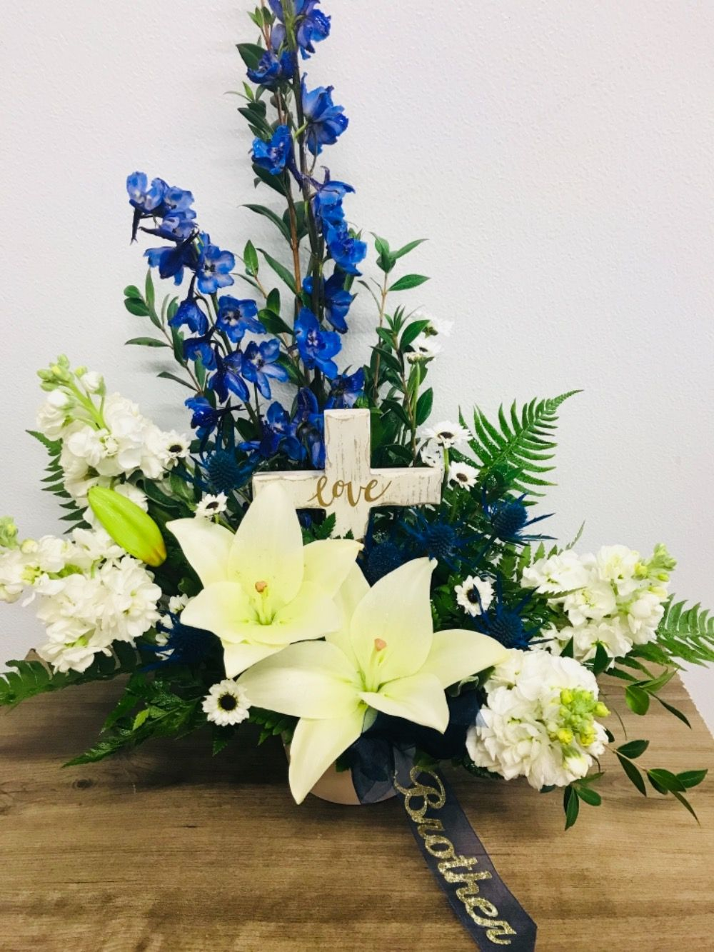 Vase arrangement floral keepsake sympathy picturesque www sympathy and funeral flowers bismarck florist rustic petals jpg 300x300 vase arrangement floral keepsake sympathy picturesque izmirmasajfo