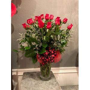 Two Dozen Red Roses with Free Chocolates in St. Turlock CA, De La Fleur