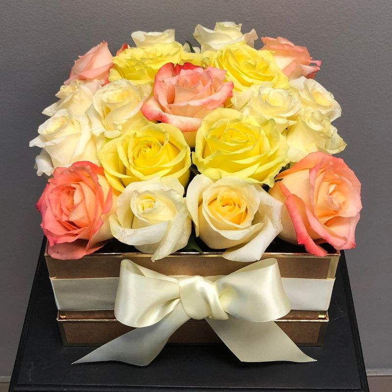 Orted Luxury Rose Box Hiway Flowers Kitchener Waterloo Cambridge Baden Breslau On Local Florist