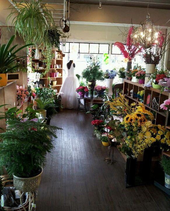 Flower Design Shop: Larkspur Floral Design & Gifts